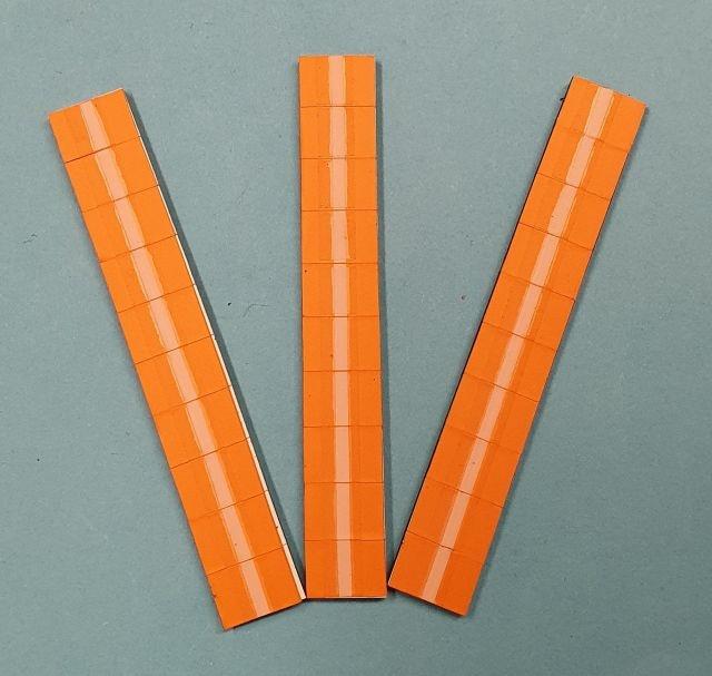 Satz Kippmagnete für Zusatzpläne, orange mit Streifen