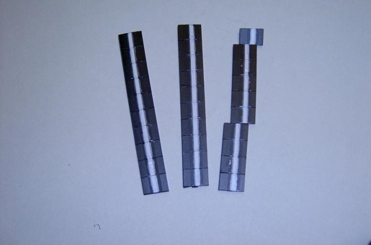 Satz Kippmagnete für Zusatzpläne, schwarz mit Streifen
